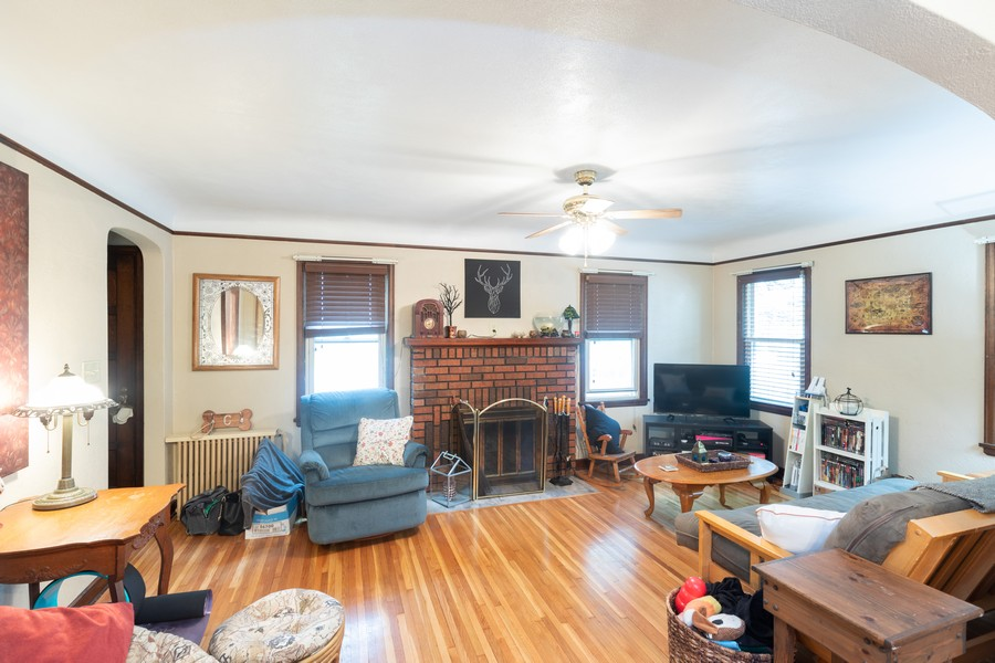 Real Estate Photography - 981 Oakdale Avenue, West Saint Paul, MN, 55118 - Living Room