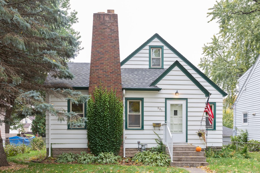 Real Estate Photography - 981 Oakdale Avenue, West Saint Paul, MN, 55118 - Front View