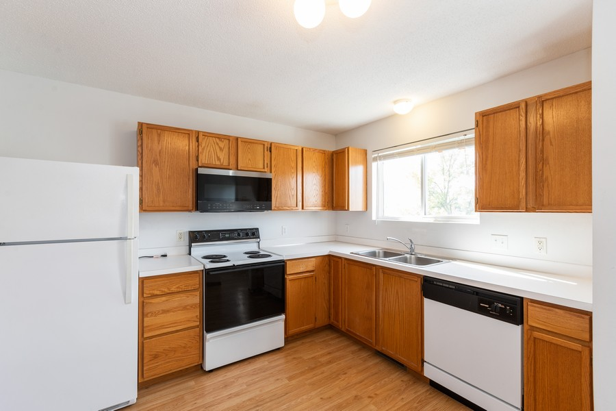 Real Estate Photography - 9099 Scarlet Globe Dr, Eden Prairie, MN, 55347 - Kitchen
