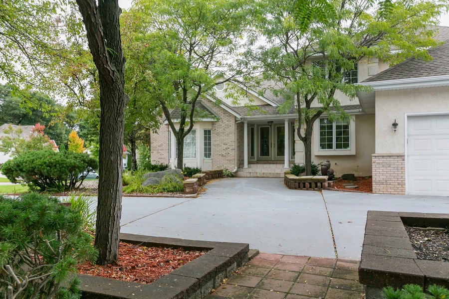 Real Estate Photography - 9046 Edinburgh Ln, Woodbury, MN, 55125 - Front View