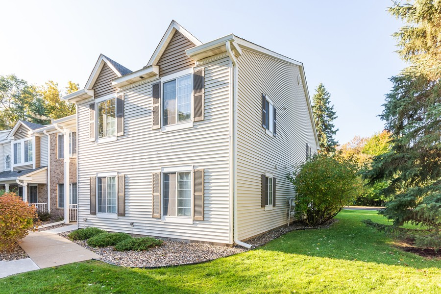 Real Estate Photography - 11215 Oregon Cir, Bloomington, MN, 55438 - Front View