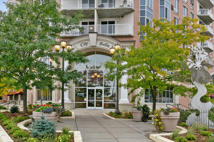 Real Estate Photography - 6600 Lyndale Ave S, Unit 1204, Richfield, MN, 55423 - Front View