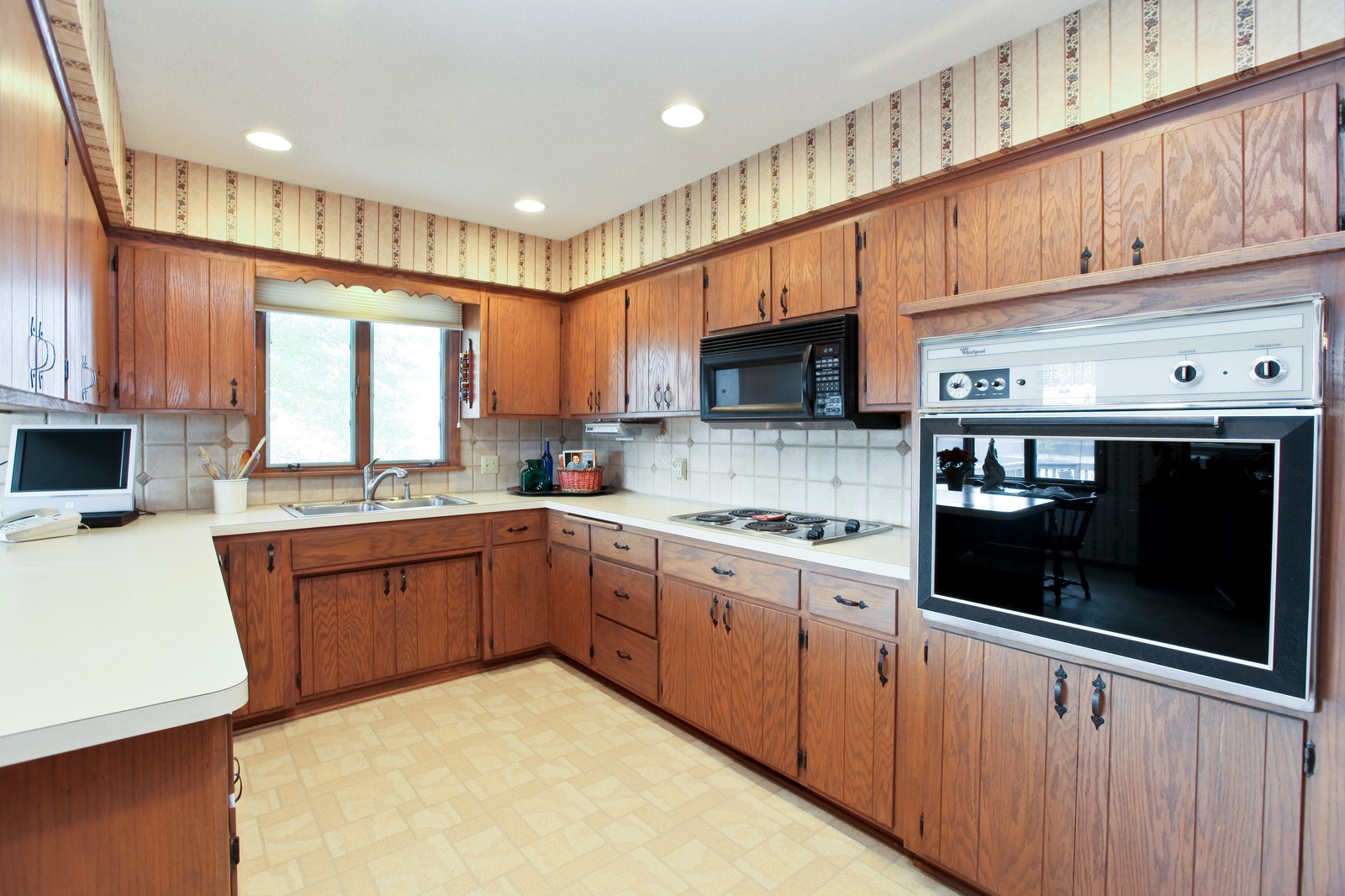 Real Estate Photography - 4500 Six Mile Creek Rd, Minnetrista, MN, 55375 - Kitchen