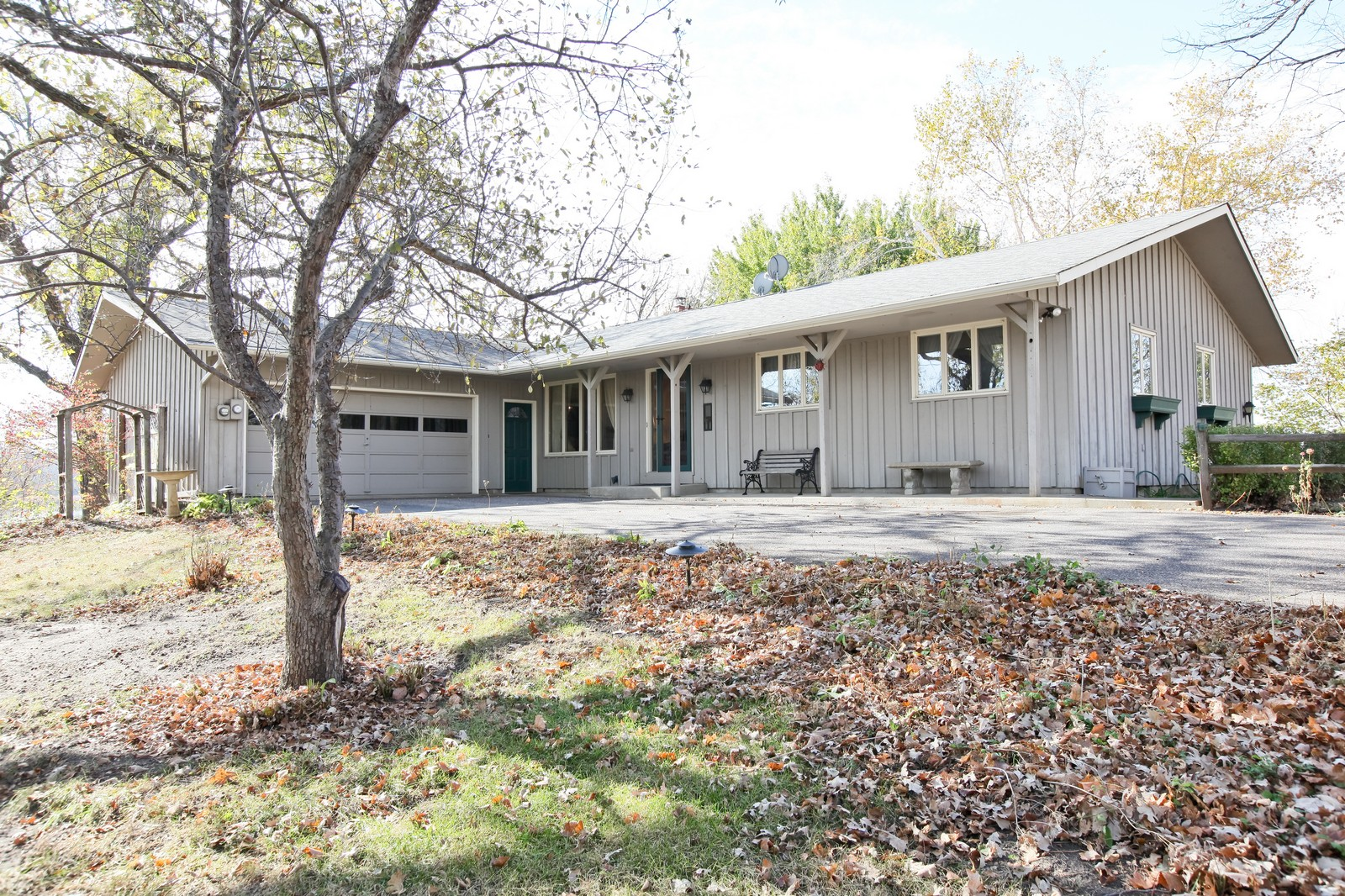 Real Estate Photography - 4500 Six Mile Creek Rd, Minnetrista, MN, 55375 - Front View