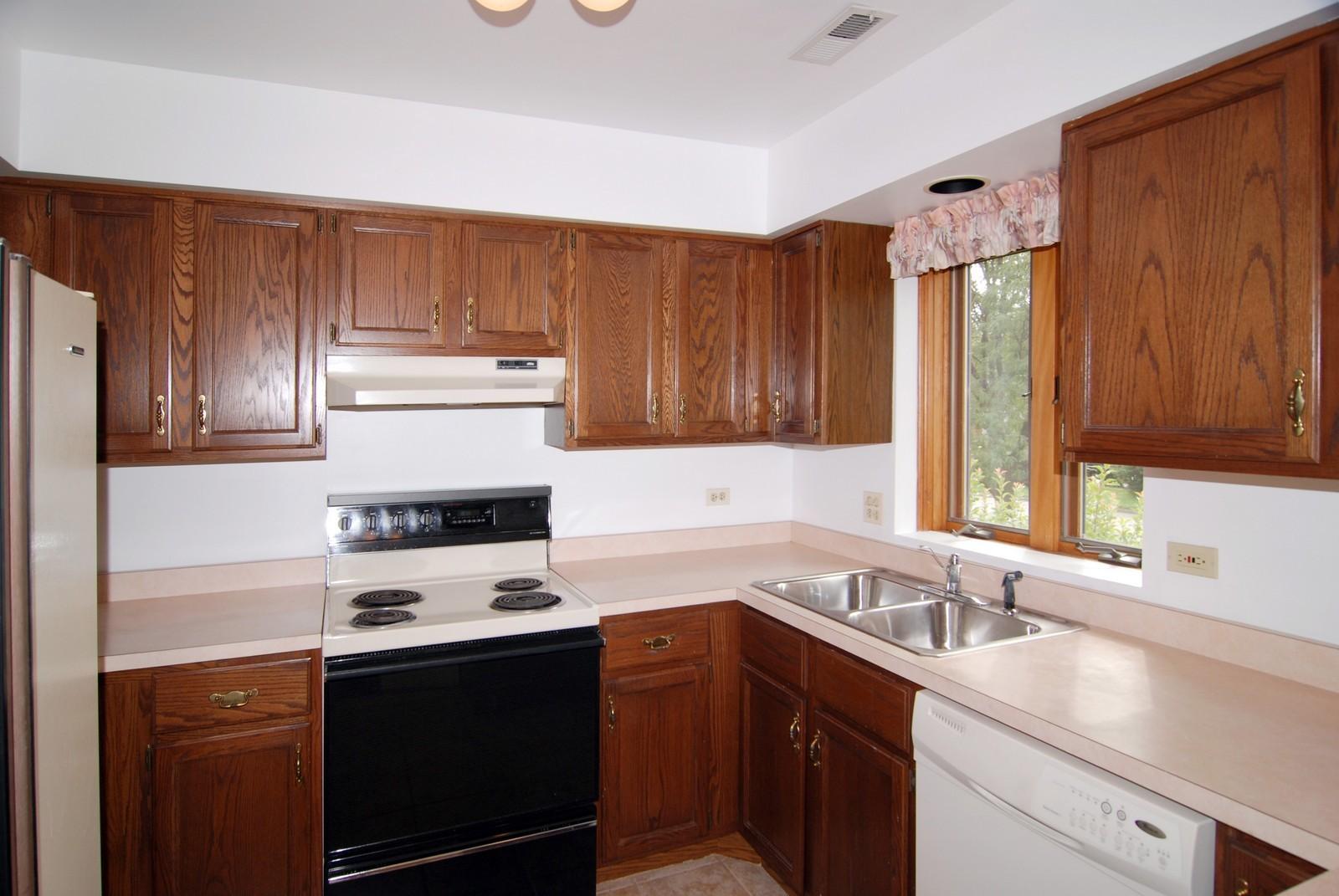 Real Estate Photography - 7610 26th St, Unit 4, North Riverside, IL, 60546 - Kitchen