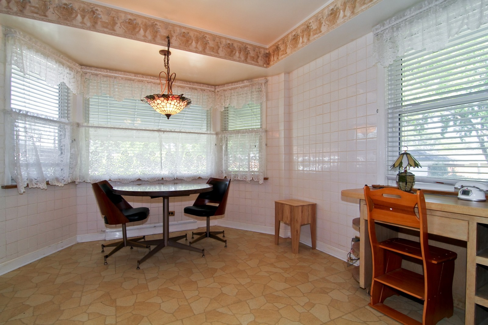 Real Estate Photography - 1300 Balmoral, Westchester, IL, 60154 - Breakfast Area