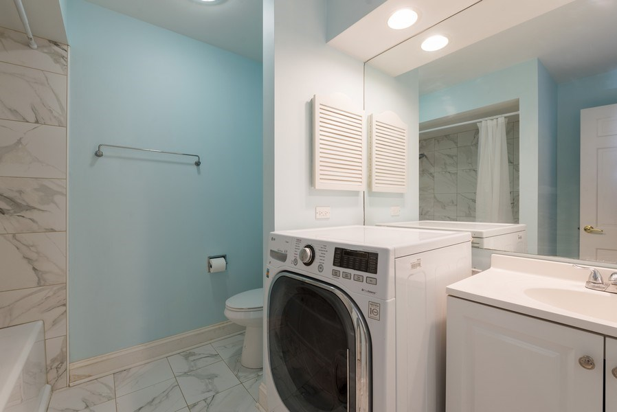Real Estate Photography - 1155 Meadow, Unit 14A, Northbrook, IL, 60062 - Master Bathroom