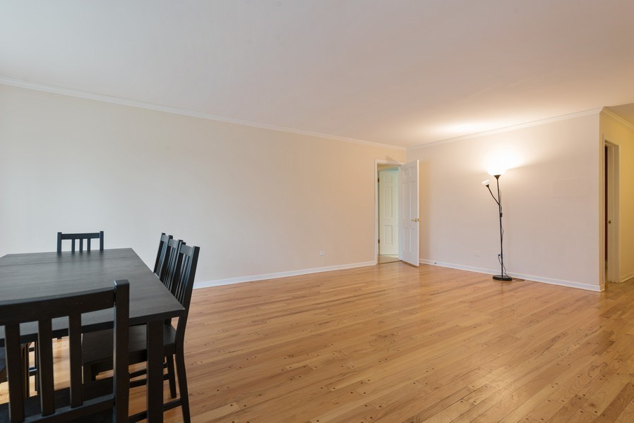 Real Estate Photography - 1155 Meadow, Unit 14A, Northbrook, IL, 60062 - Living Room