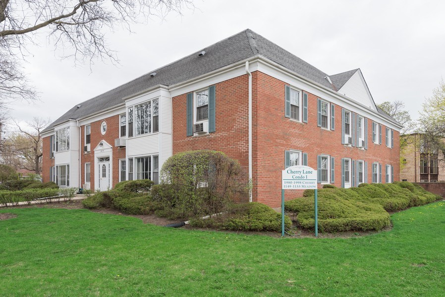 Real Estate Photography - 1155 Meadow, Unit 14A, Northbrook, IL, 60062 - Front View
