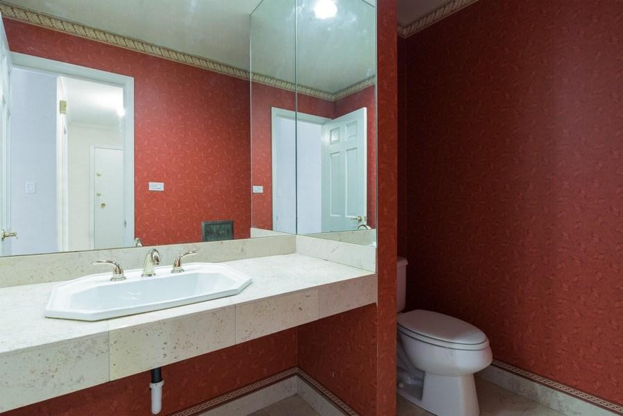 Real Estate Photography - 1155 Meadow, Unit 14A, Northbrook, IL, 60062 - Half Bath