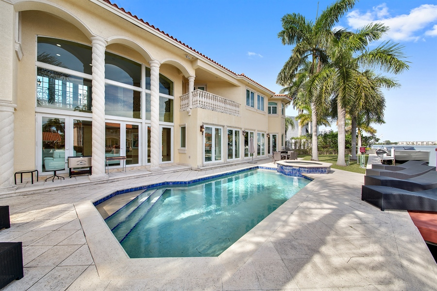Real Estate Photography - 16461 NE 29th AV, North Miami Beach, FL, 33160 - Pool