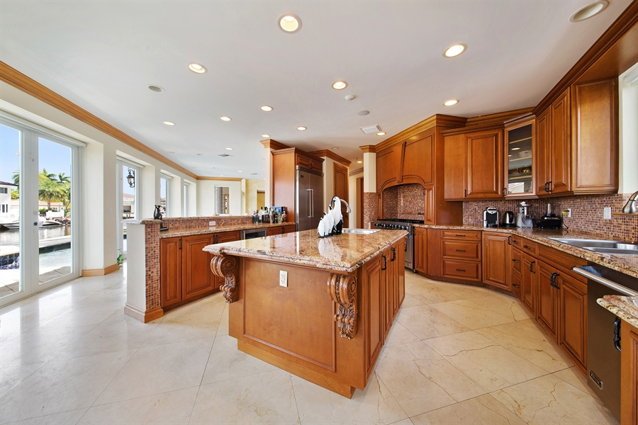 Real Estate Photography - 16461 NE 29th AV, North Miami Beach, FL, 33160 - Kitchen