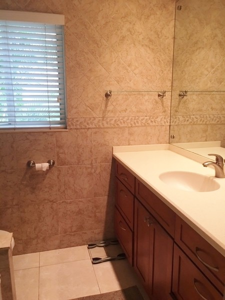 Real Estate Photography - 2860 NE 55th PL, Fort Lauderdale, FL, 33308 - 2nd Bathroom