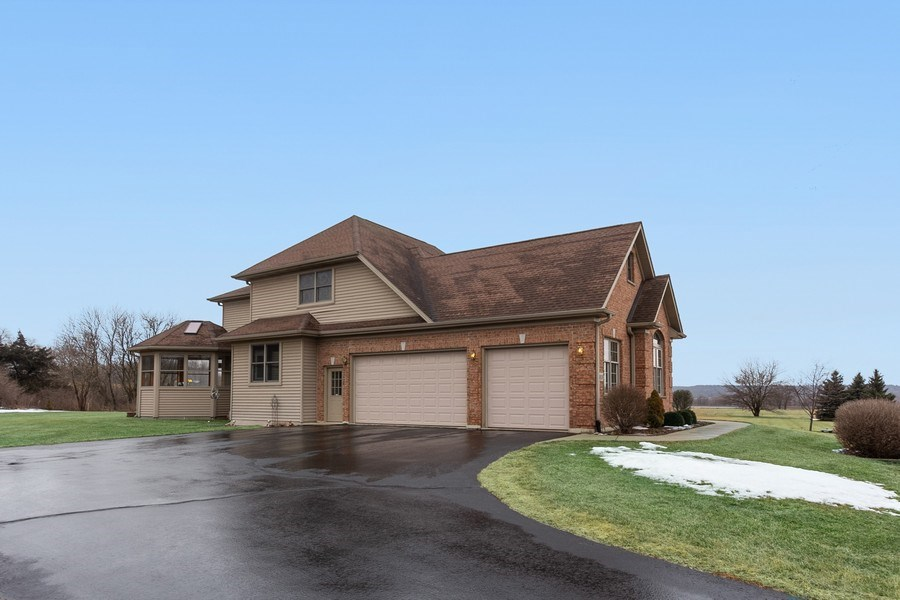 Real Estate Photography - 6513 Sweet Bay, McHenry, IL, 60050 - Garage