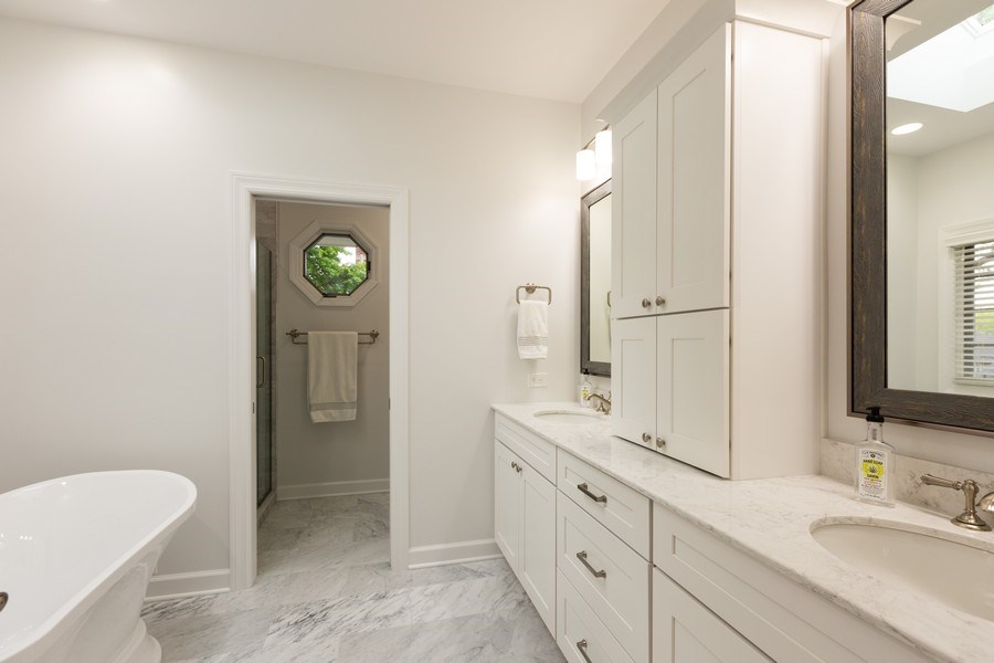 Real Estate Photography - 612 S Lincoln, Hinsdale, IL, 60521 - Master Bathroom
