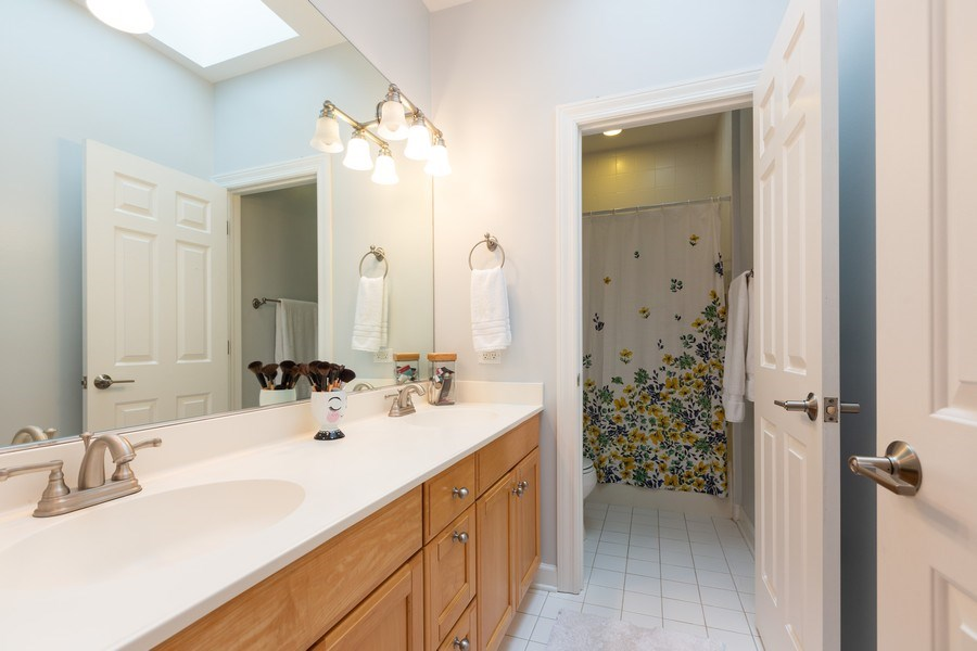 Real Estate Photography - 612 S Lincoln, Hinsdale, IL, 60521 - 2nd Bathroom