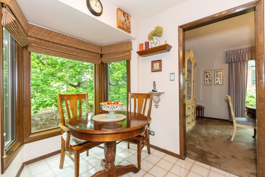 Real Estate Photography - 19w284 Paul Revere Ln, Oak Brook, IL, 60523 - Breakfast Area