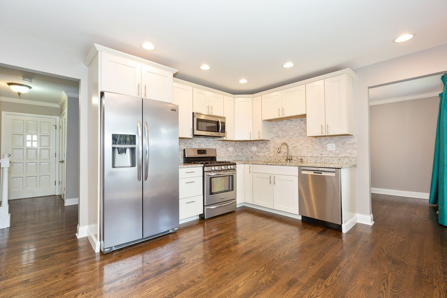 Real Estate Photography - 925 Kennebec Ln, Naperville, IL, 60563 - Kitchen