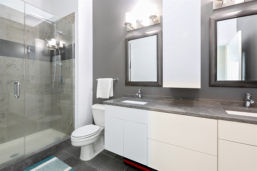 Real Estate Photography - 2323 W Pershing Rd, Unit 505, Chicago, IL, 60609 - Master Bathroom