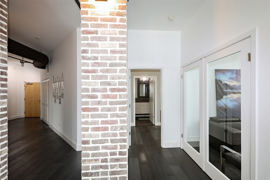 Real Estate Photography - 2323 W Pershing Rd, Unit 505, Chicago, IL, 60609 - Hallway