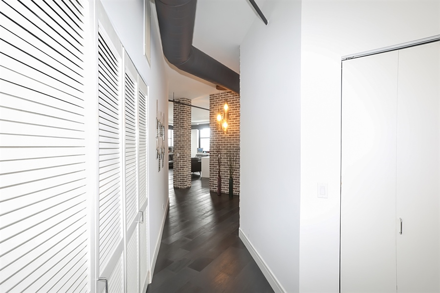 Real Estate Photography - 2323 W Pershing Rd, Unit 505, Chicago, IL, 60609 - Entryway