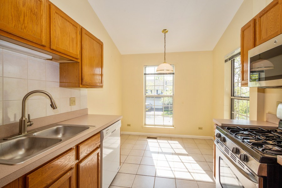 Real Estate Photography - 2651 S Cedar Glen, Arlington Heights, IL, 60005 - Kitchen
