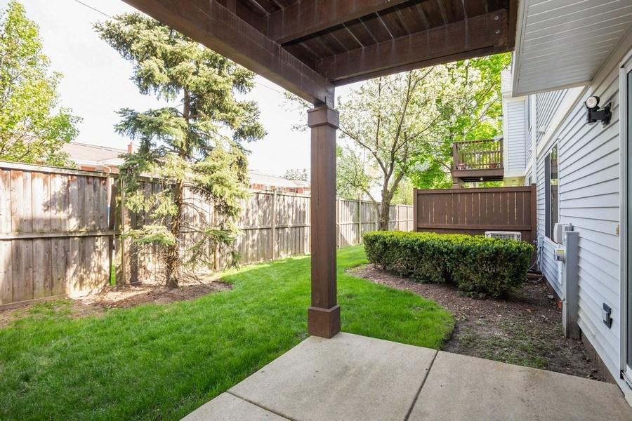 Real Estate Photography - 2651 S Cedar Glen, Arlington Heights, IL, 60005 - Patio