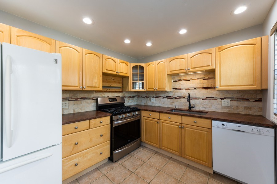 Real Estate Photography - 40 E Daniels Rd., Palatine, IL, 60067 - Kitchen