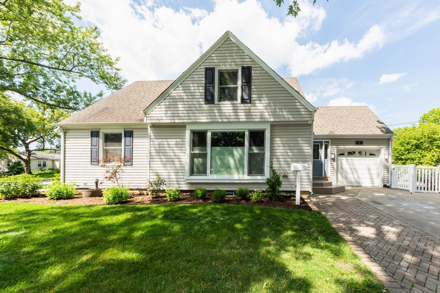 Real Estate Photography - 40 E Daniels Rd., Palatine, IL, 60067 - Front View