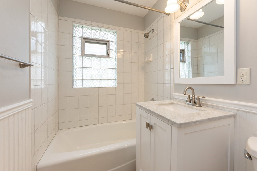 Real Estate Photography - 40 E Daniels Rd., Palatine, IL, 60067 - Bathroom
