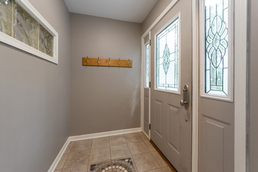 Real Estate Photography - 40 E Daniels Rd., Palatine, IL, 60067 - Entryway