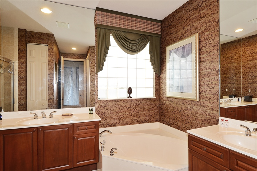 Real Estate Photography - 115 Isle Verde, Palm Beach Gardens, FL, 33418 - Master Bathroom