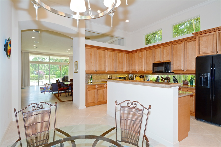 Real Estate Photography - 293 Porto Vecchio, Palm Beach Gardens, FL, 33418 - Kitchen / Breakfast Room