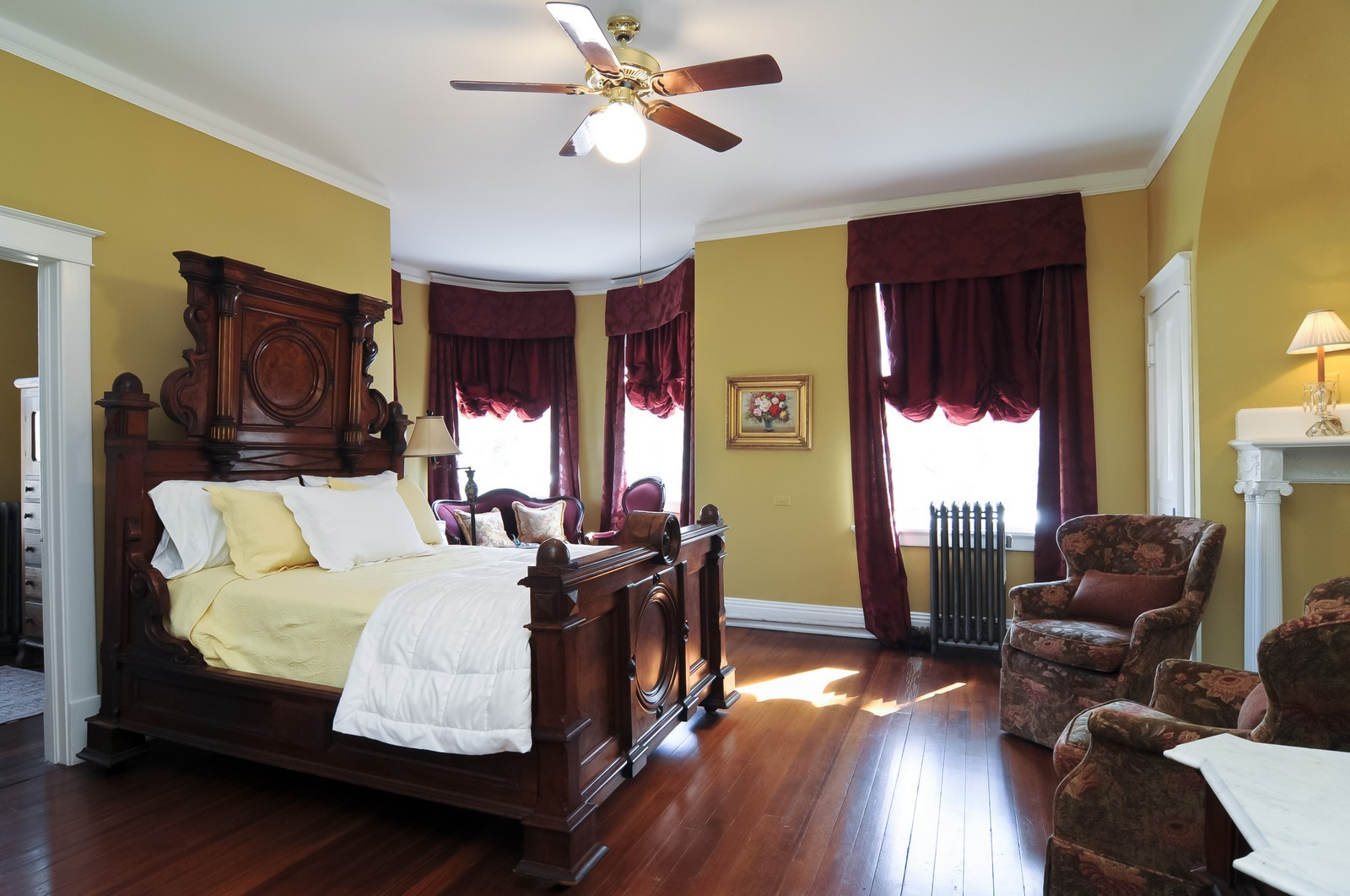 Real Estate Photography - 550 E Center Ave, Lake Bluff, IL, 60044 - Master Bedroom