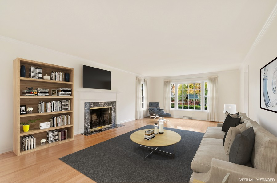 Real Estate Photography - 1108 Forest Hill, Lake Forest, IL, 60045 - Living Room