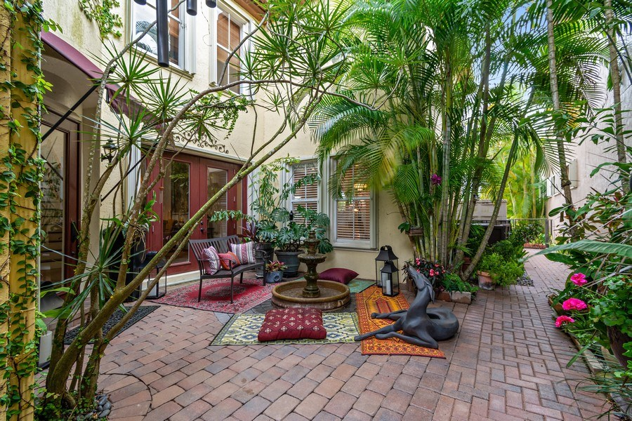 Real Estate Photography - 6609 NW 128 Way, Parkland, FL, 33076 - Courtyard