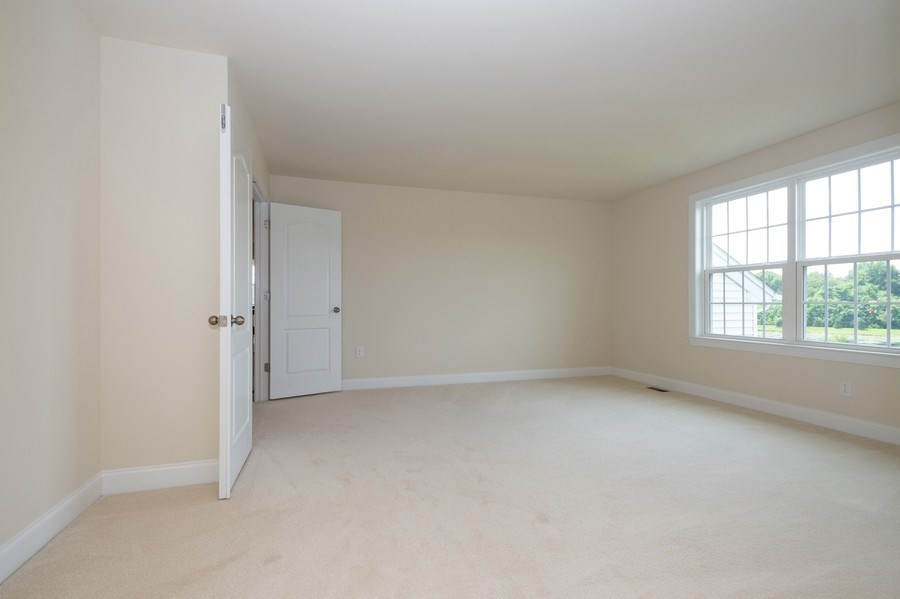 Real Estate Photography - 14 Manchester Ct, Columbus, NJ, 08022 - Sitting Room
