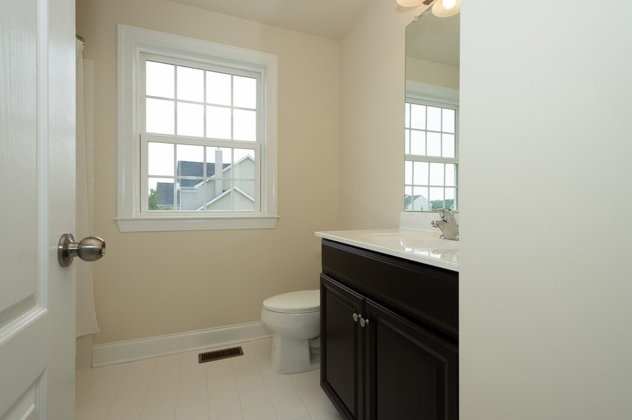 Real Estate Photography - 14 Manchester Ct, Columbus, NJ, 08022 - 2nd Bathroom