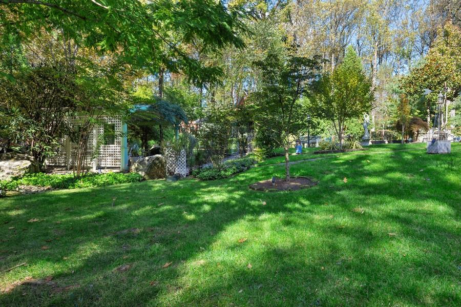 Real Estate Photography - 76 Pettit Pl, Princeton, NJ, 08540 - Garden