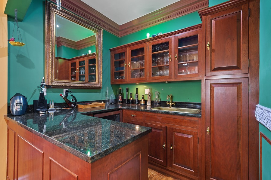 Real Estate Photography - 76 Pettit Pl, Princeton, NJ, 08540 - Bar