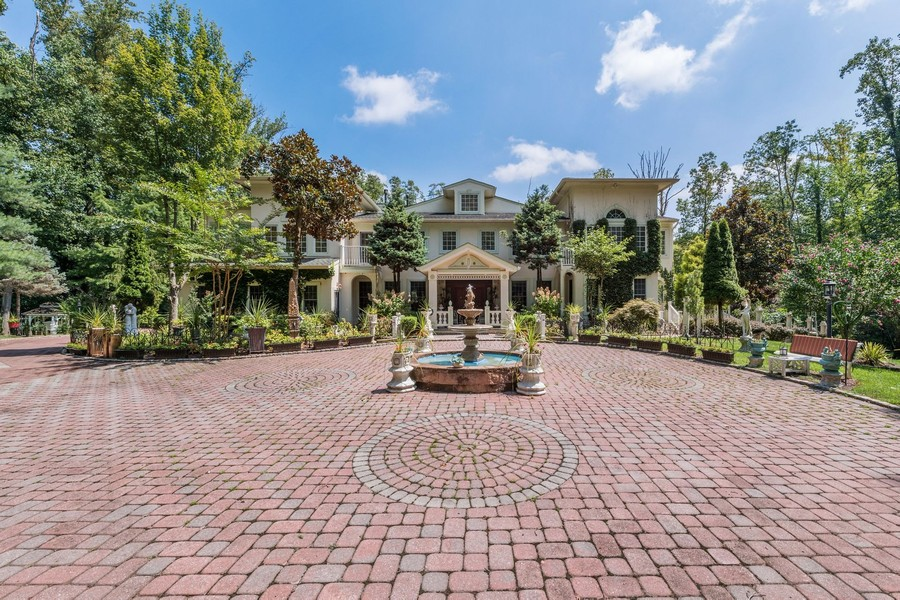 Real Estate Photography - 76 Pettit Pl, Princeton, NJ, 08540 - Circular Driveway