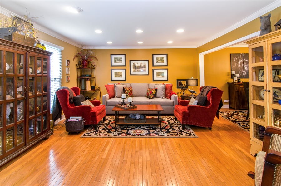 Real Estate Photography - 2609 Old Mill Ln, Rolling Meadows, IL, 60008 - Living Room