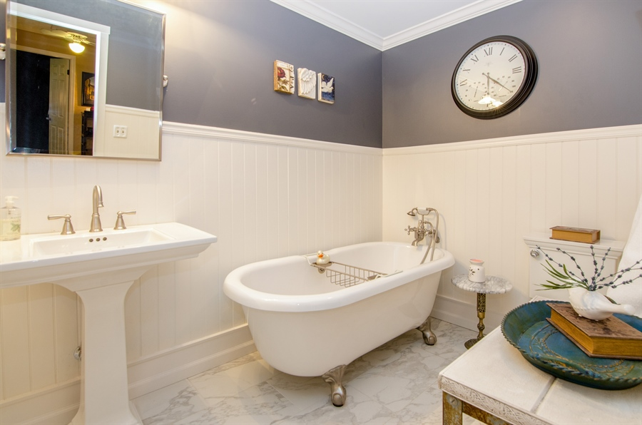 Real Estate Photography - 2609 Old Mill Ln, Rolling Meadows, IL, 60008 - 2nd Bathroom