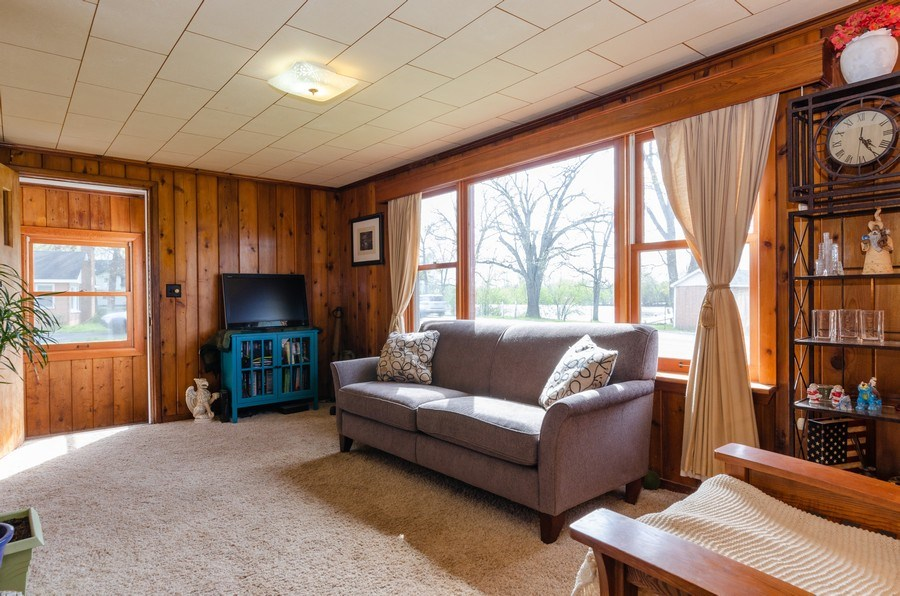 Real Estate Photography - 707 Rawson Bridge Rd, Cary, IL, 60013 - Living Room