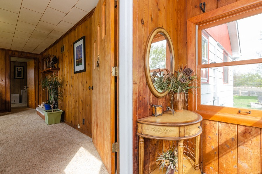 Real Estate Photography - 707 Rawson Bridge Rd, Cary, IL, 60013 - Foyer