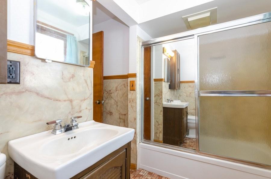 Real Estate Photography - 707 Rawson Bridge Rd, Cary, IL, 60013 - Bathroom