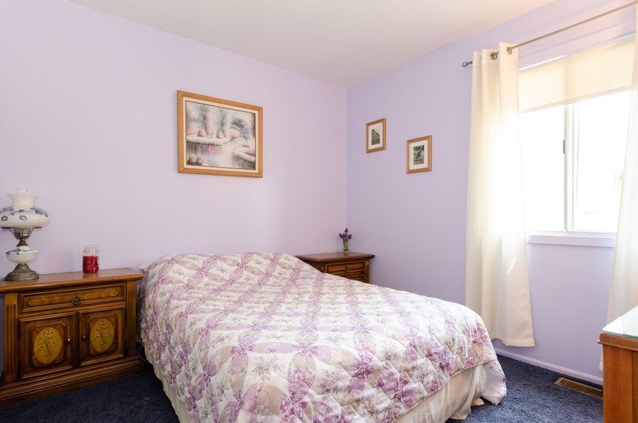Real Estate Photography - 1992 Raleigh Pl, Hoffman Estates, IL, 60169 - 2nd Bedroom