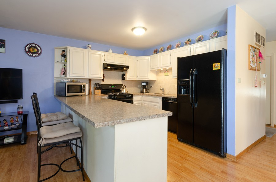 Real Estate Photography - 1992 Raleigh Pl, Hoffman Estates, IL, 60169 - Kitchen