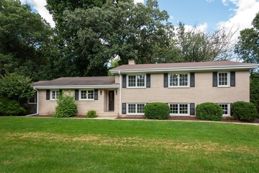 Real Estate Photography - 184 Stonegate Rd, Trout Valley, IL, 60013 - Front View