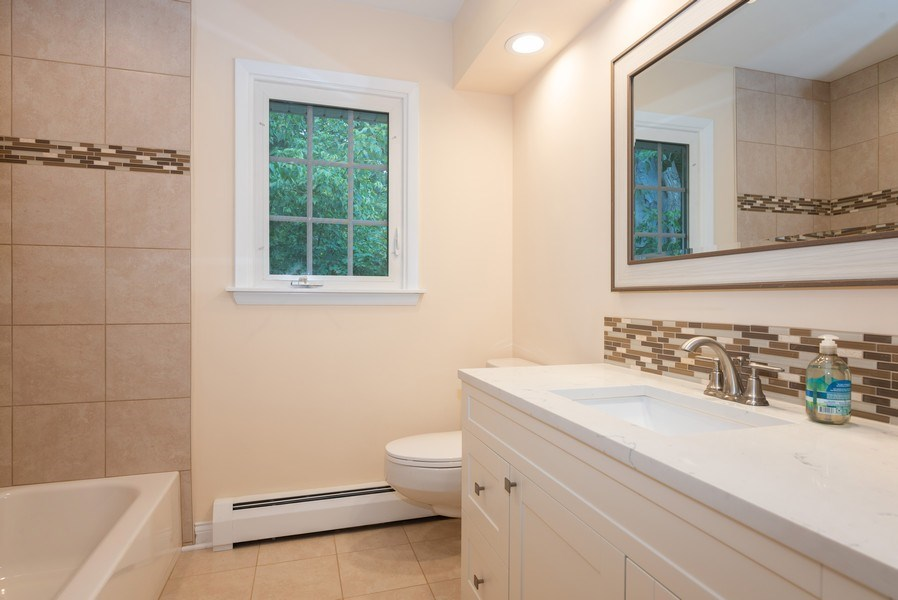 Real Estate Photography - 184 Stonegate Rd, Trout Valley, IL, 60013 - 2nd Bathroom